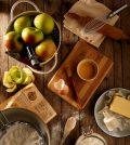 ingrédients cuisine pommes beurre farine et ustensiles